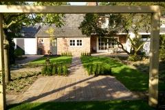 Tuinperspectief; Pergola eikenhout, strakke tuin.